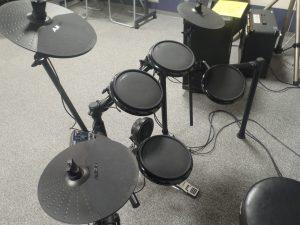 音楽室に電子ドラムが設置されました♪